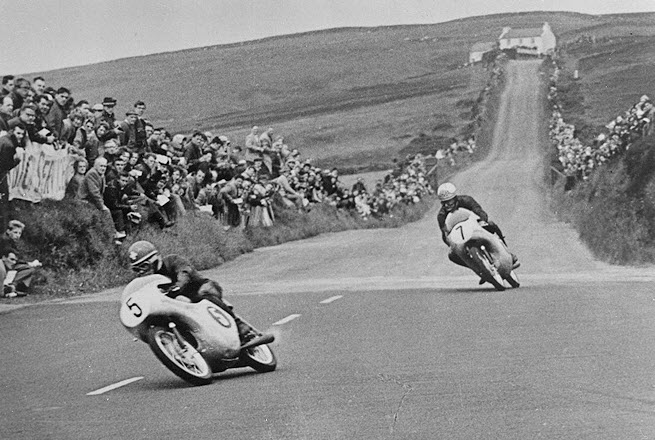 Luigi Taveri (#5) and Mike Hailwood (#7) - 1961 125 cc Isle of Man