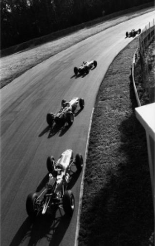 parabolica 1965 - clark leading stewart hill and gurney