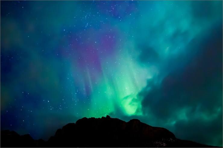 aurora-over-yamnuska-c2a9-christopher-martin-7881.jpg