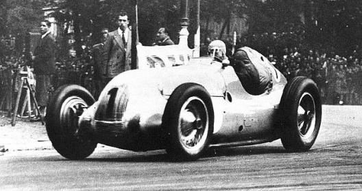 Screenshot_2018-09-20 1945 coupe des prisonniers, paris - jean-pierre wimille (bugatti 59-50b) 1st 2.png